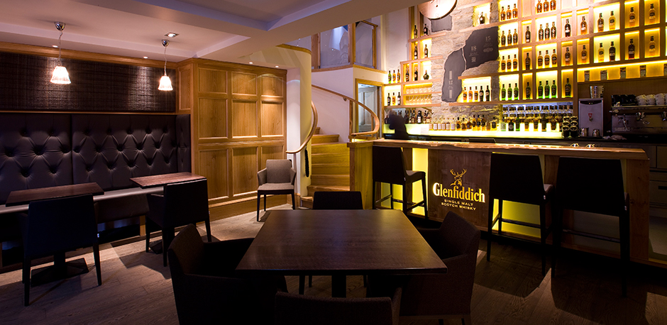 Glenfiddich Distillery Malt Barn Bar