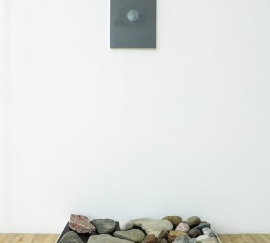 Ouroboros Instillation found stones wood 95 x 34 cm painting oil on canvas 30 x 40 cm